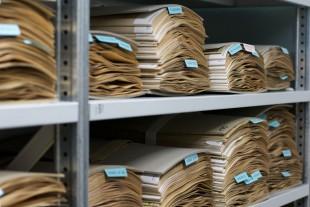 Neuchatel Herbarium pile of sample Wikimedia Commons